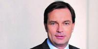 Erik Nagel ist seit 2013 im Management der Münchner UMT AG und dort u.a. für Key Account Management zuständig. Durch seine familiäre Herkunft dem Textil-Einzelhandel nah hat er an dem Konzept einer vollintegrierten mobilen Anwendung für den Handel entscheidend mitgewirkt. Der Absolvent der European Business School absolvierte Stationen als Unternehmensberater und Banker, u.a. bei der Deutschen Bank, der WestLB und Sal. Oppenheim.
