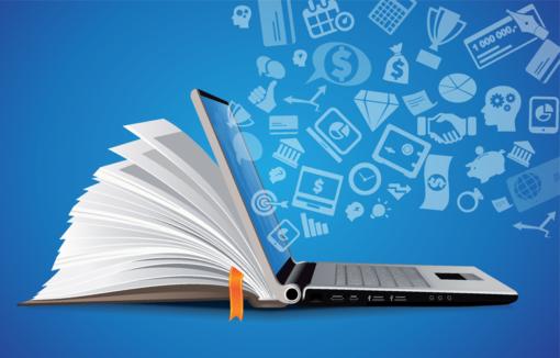 Buch und Laptop, aus dem Infos für eine Weiterbildung fliegen