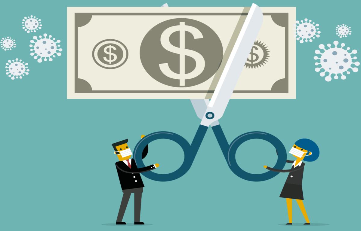 Zwei Leute schneiden einen Geldschein durch, weil sie Angst vor Infektionen haben.Wie sieht es in Zukunft mit der Bargeldnutzung aus?