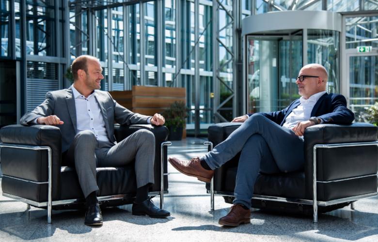 Warum sollten Banken mit einem Maklerpool zusammenarbeiten und wie wird das Thema Bancassurance in Zukunft entwickeln? Darüber spricht Markus Kiener von der Fonds Finanz im Interview.