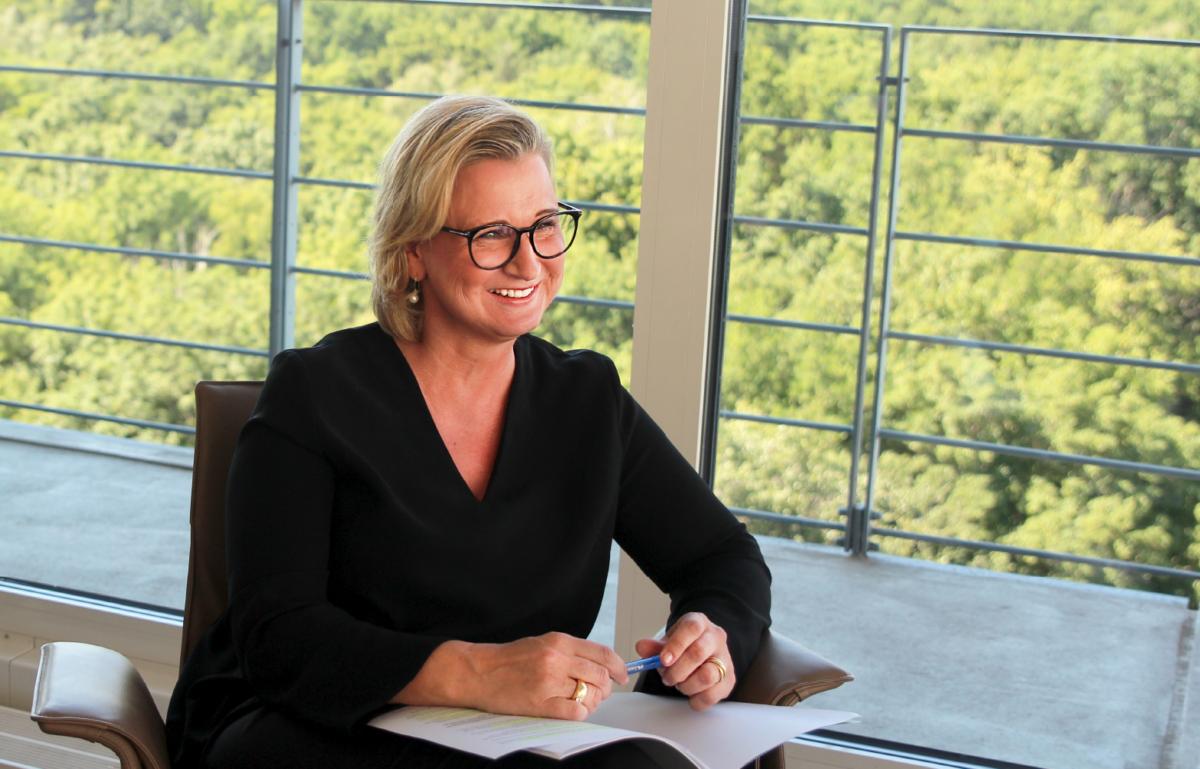 Im Interview mit der BANKINGNEWS spricht Iris Bethge-Krauß unter anderem darüber, warum sich das Prinzip Hausbanken und Förderbanken bewährt hat.