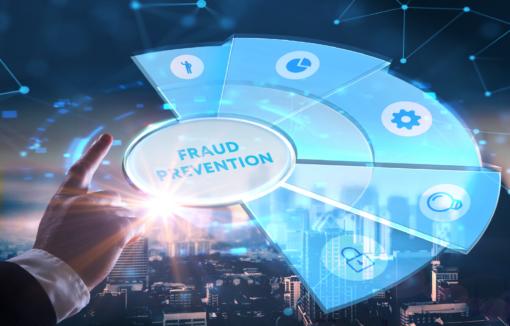 Wie Smart Data. also die richtigen Daten bei der Betrugsprävention helfen kann, erklären Dr. Fellix Lowinski und Peter Hiekmann im Interview.