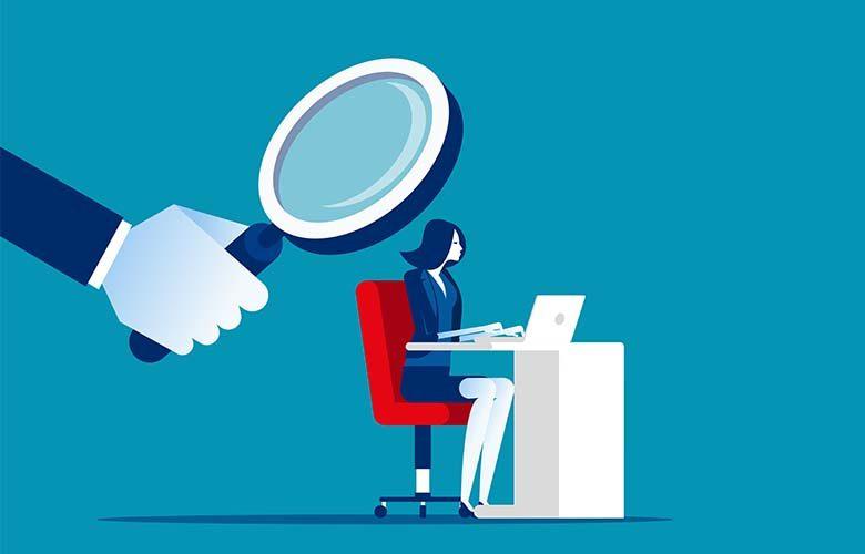 Mitarbeiterin wird überwacht, Employee monitoring